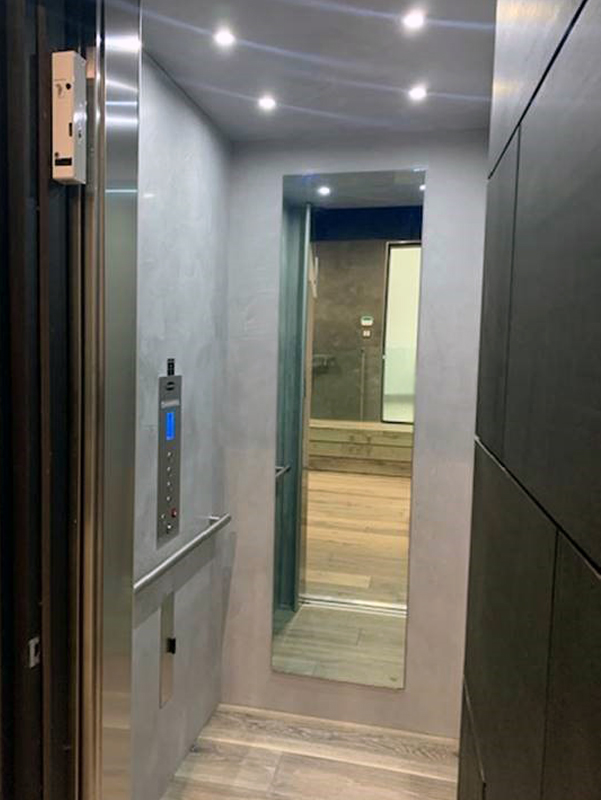 Los Angeles Home Elevator - Door Open Mirror & Panel