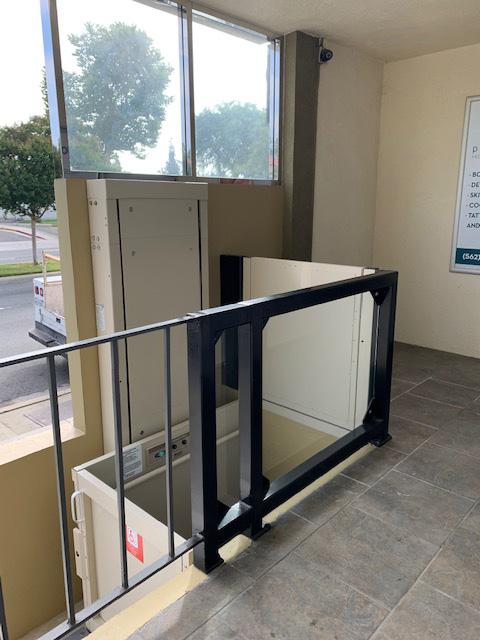 Outdoor Wheelchair Lift - Top Rail